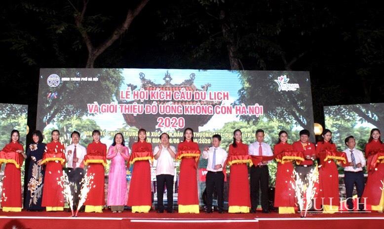 Phó Tổng cục trưởng TCDL Hà Văn Siêu, Phó Giám đốc HPA Bùi Duy Quang cùng các đại biểu cắt băng khai mạc Lễ hội
